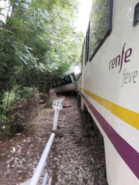 tren-descarrilado-llanes